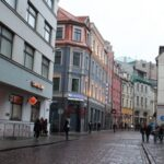 Латвия, Финляндия, Португалия: где ждут, откуда бегут, на чем зарабатывают